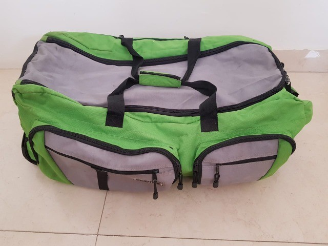 Bolsa grande com rodinhas