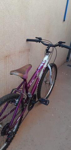 Bicicleta semi nova.