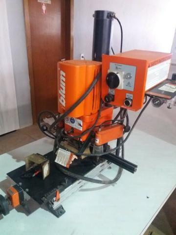 Minipress P (pneumática) Furadeira de dobradiça Blum