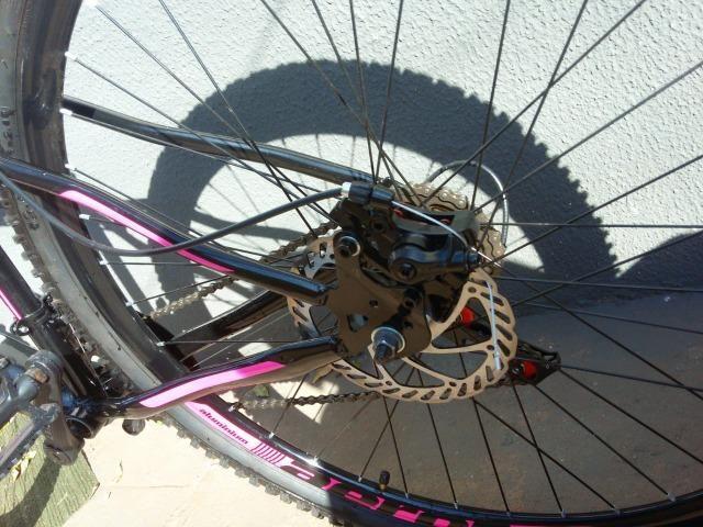 Bicicleta aro 29 - freio a disco - cambio importado