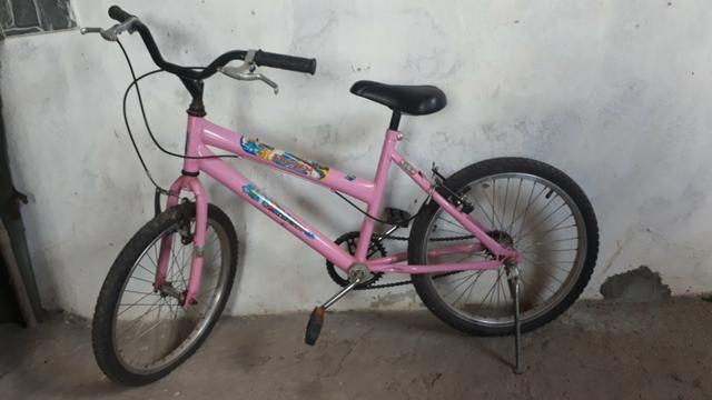 Bicicleta Rosa. em perfeita estado