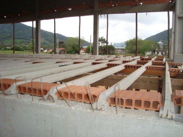 Fôrmas para lajes pré-moldadas / Vigotas
