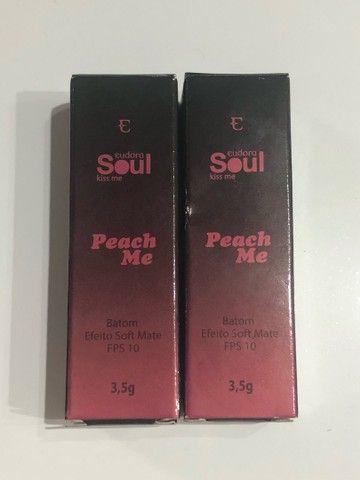 Batom Soul Kiss Me Peach Me Vermelho 3,5g - Foto 5