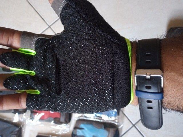 Luvas para andar de bike,luvas academia, musculação - Foto 2