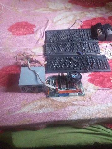 Praca de PC ddR2 tá teclado3 duas caixinhas