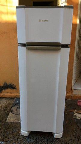 Refrigerador Esmaltec RCD34 Branco - 276 L