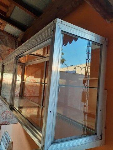 Armário-Vitrine com portas - Foto 2