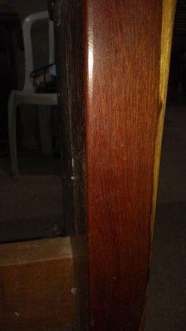 Mesa de madeira e duas geladeira - Foto 4