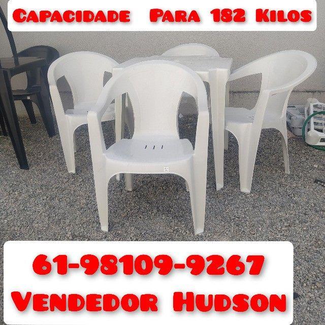 Conjunto de Mesa com Cadeiras de Plástico Poltrona Extra Forte - Foto 3
