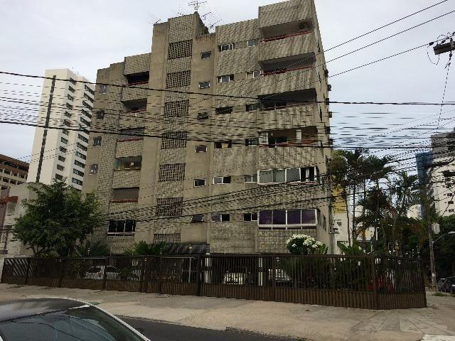 Aluga-se apartamento na R. Sá e Souza, 803