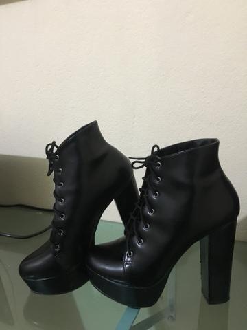 1e36df75c2 Coturno Preto Salto Bloco Alto - Constance - Roupas e calçados ...