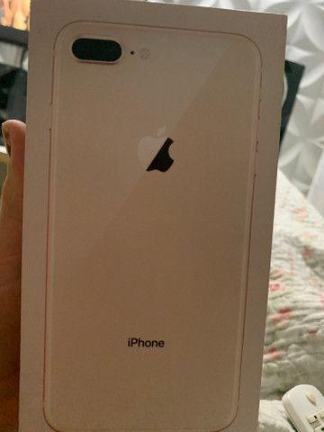 IPhone 8 Plus dourado 256gb com película e capinha - Foto 2