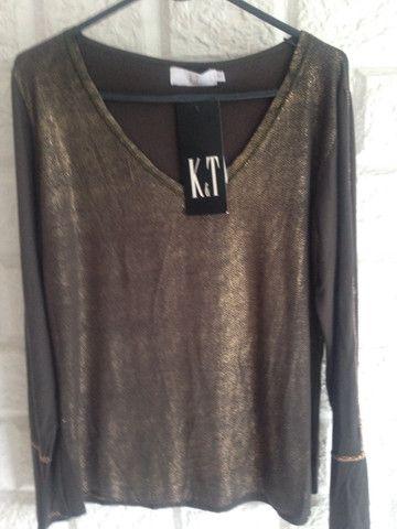 Blusa dourada e preta da K&T