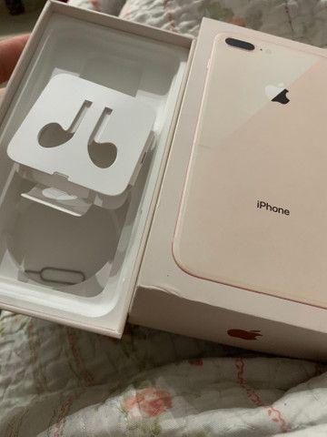 IPhone 8 Plus dourado 256gb com película e capinha - Foto 3