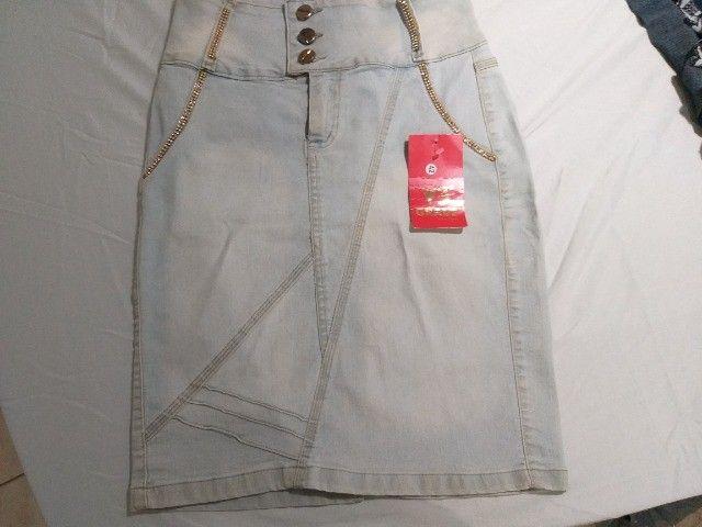 saia de jeans claro  marca 23º