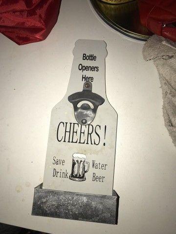 Quadro com abridor de garrafa excelente pra barbearia e pub)