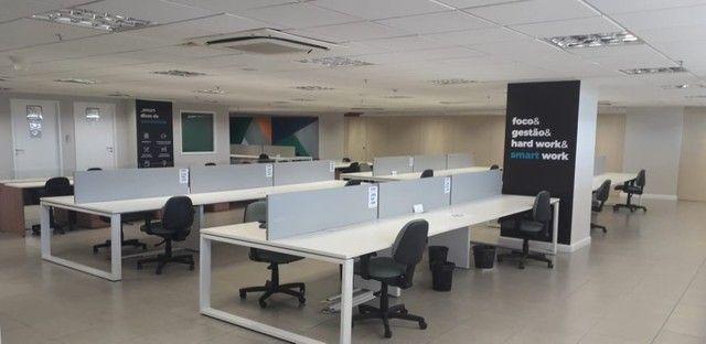 Sala para reunião e posição de coworking