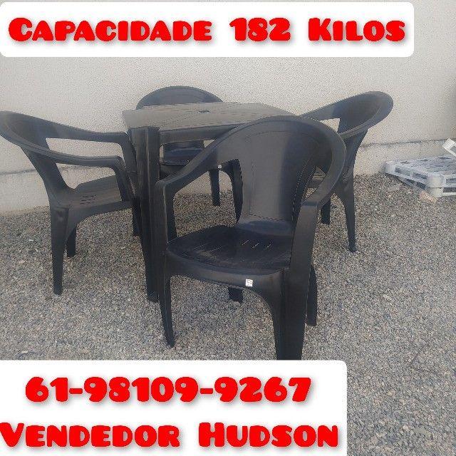 Conjunto de Mesa com Cadeiras de Plástico Poltrona Extra Forte - Foto 2