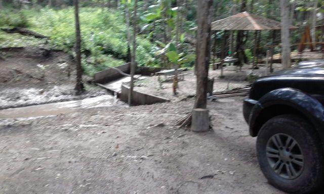 Terreno com igarapé na Ponte alta