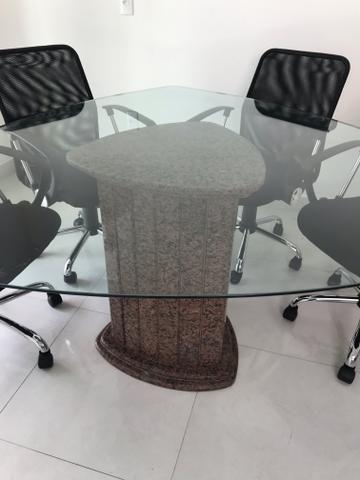 Mesa de reunião de vidro