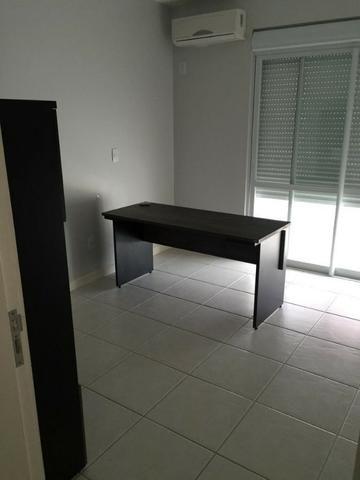 Apartamento de 02 dormitorios, com ampla sacada -Saco Grande - Foto 3