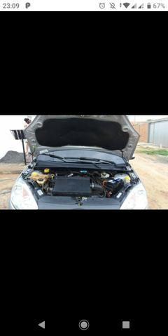 Fiesta Sedan 1.6 excelente estado - Foto 2
