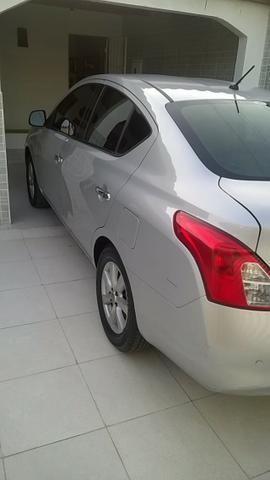 Nissan Versa SL 1.6 16v Flex 2013/2014