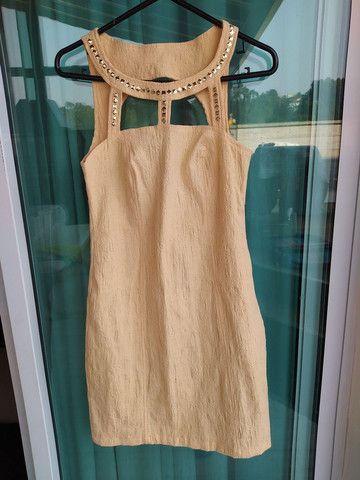 Vestido curto amarelo com pedraria Tam. 42, usado 2x - Foto 3