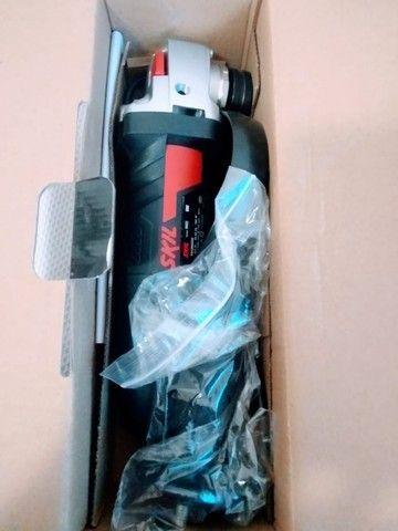 Esmerilhadeira angular Skil 9004 de 50Hz/60Hz preta 220V - Foto 2