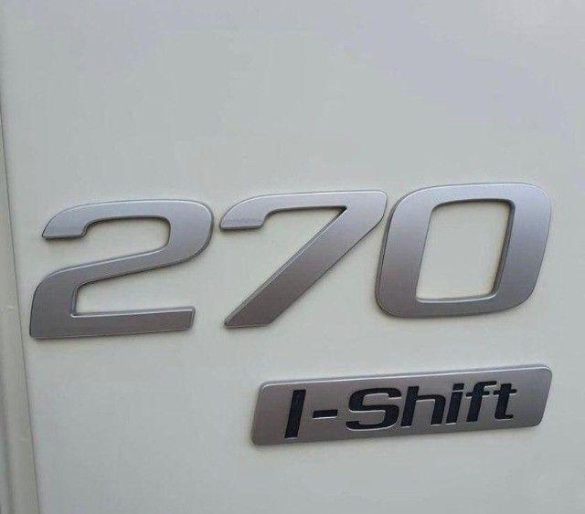 Volvo VM 270 6x2  no Baú Seco - Foto 7