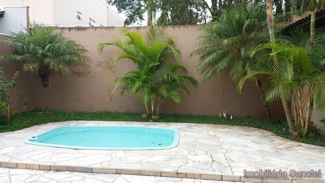 Casa em Cravinhos - Casa com Piscina e 03 dormitórios no Centro de Cravinhos