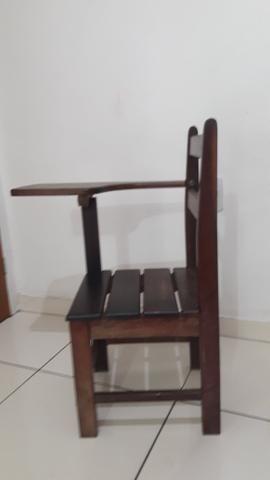 Cadeira de estudante de madeira