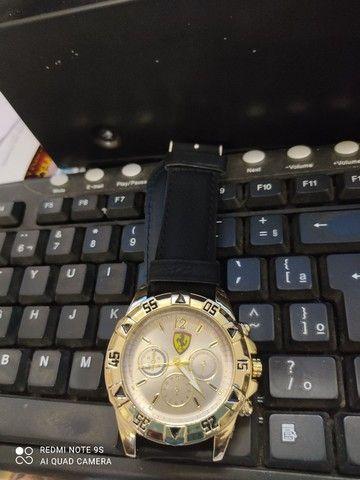 Relógio e tênis