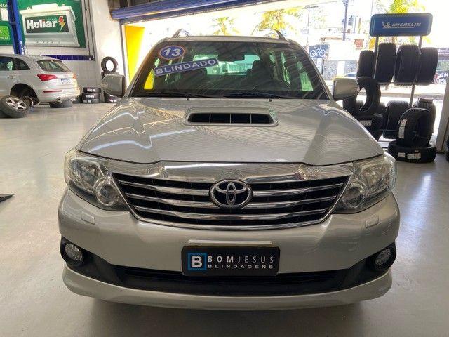 Hilux SW4 SRV D4-D 4x4 3.0 TDI diesel aut.  7 LUGARES 2013 BLINDADO - Foto 2