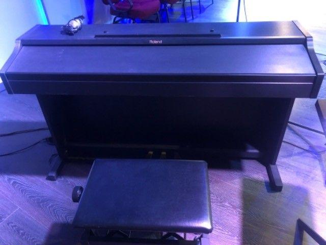 Piano Eletrônico Roland RP301 SP