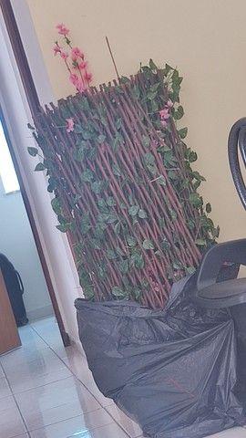 Três treliças pra muro inglês. Não incluso as flores rosas. - Foto 2