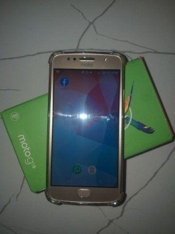 Vendo Moto G5s 32 GB semi novo, ENTREGO