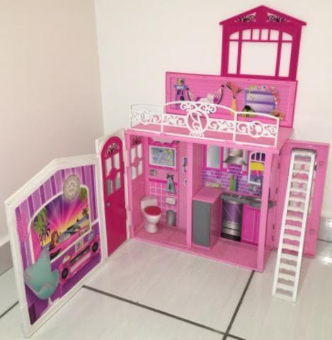 Casinha da Barbie Rosa de 2 andares em ótimo estado