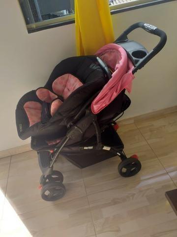 Carrinho de bebe e bebe conforto