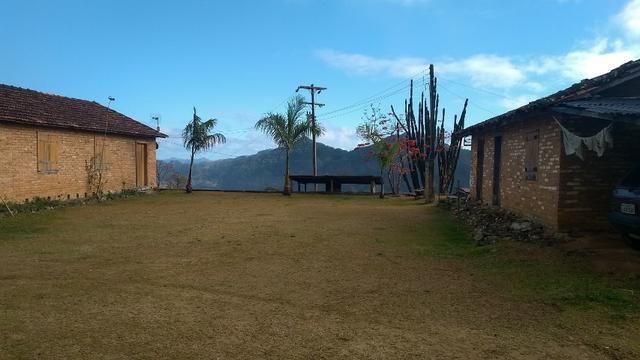 Belíssimo sítio em Pedra Aguda - Bom Jardim - RJ