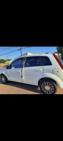 Vendo o troco corolla xei2009 e ford fiesta 2012 hatch - Foto 2