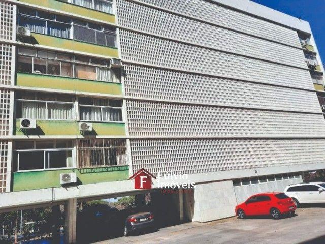 Apartamento com 3 Quartos, Vaga de Garagem e Elevador em Asa Sul. - Foto 4
