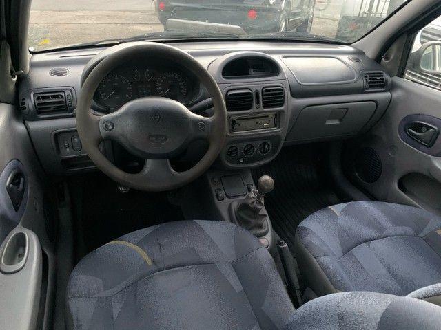 Renault Clio Sedan 1.6 Gasolina Manual 2002 - Foto 4