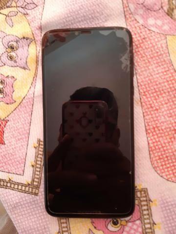 Vendo Motorola G7 Power Tela trincada funcionando perfeitamente