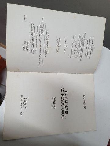 Livro Bauhaus ao nosso caos autor Tom Wolf - Foto 2