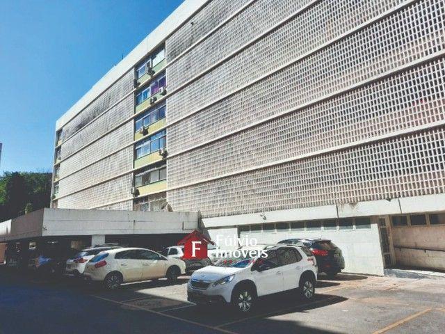 Apartamento com 3 Quartos, Vaga de Garagem e Elevador em Asa Sul. - Foto 2