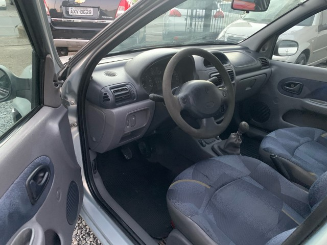 Renault Clio Sedan 1.6 Gasolina Manual 2002 - Foto 3
