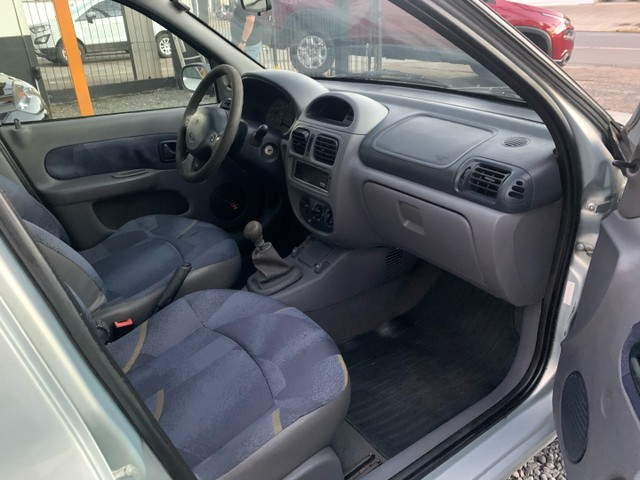 Renault Clio Sedan 1.6 Gasolina Manual 2002 - Foto 5