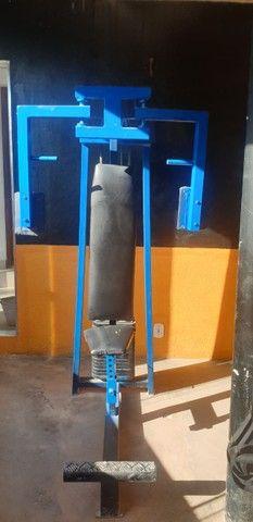Maquina Peck Deck  Peitoral Banco sentado. Maquina de Gluteos e Pernas.  - Foto 3