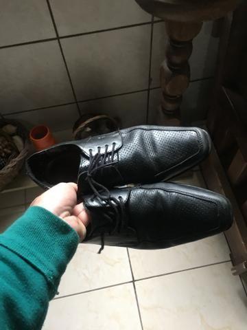 Sapatos sociais de couro legítimo 40 - Foto 2